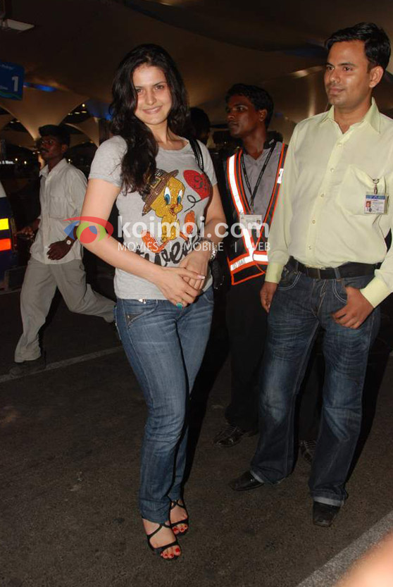 Zarine Khan Back From IIFA