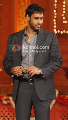 Ajay Devgan Fingers Around