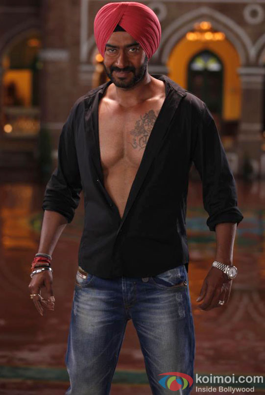 Ajay Devgan flaunts his chest