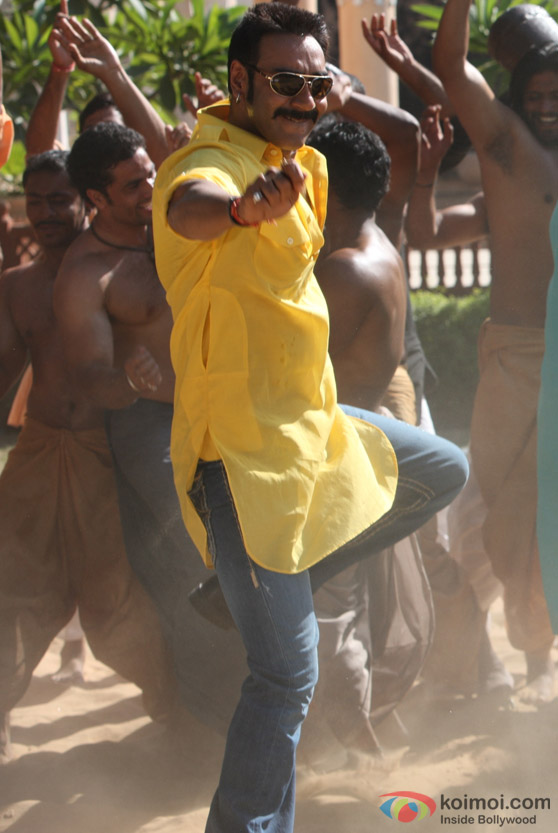 Ajay Devgan shakes a legs in Bol Bachchan Movie Stills
