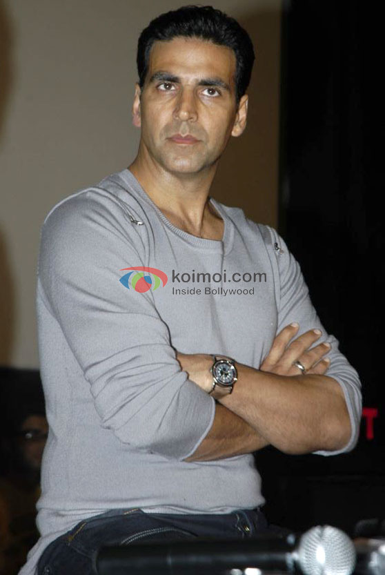 Akshay Kumar Looks Ready To Strike