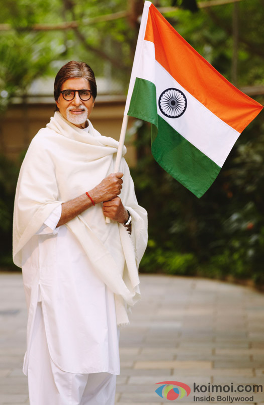 Amitabh Bachchan poses with Indian flag