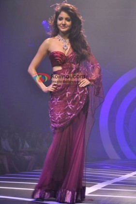 Anushka Sharma Ramp Walk At HDIL India Couture Week 2010 Event