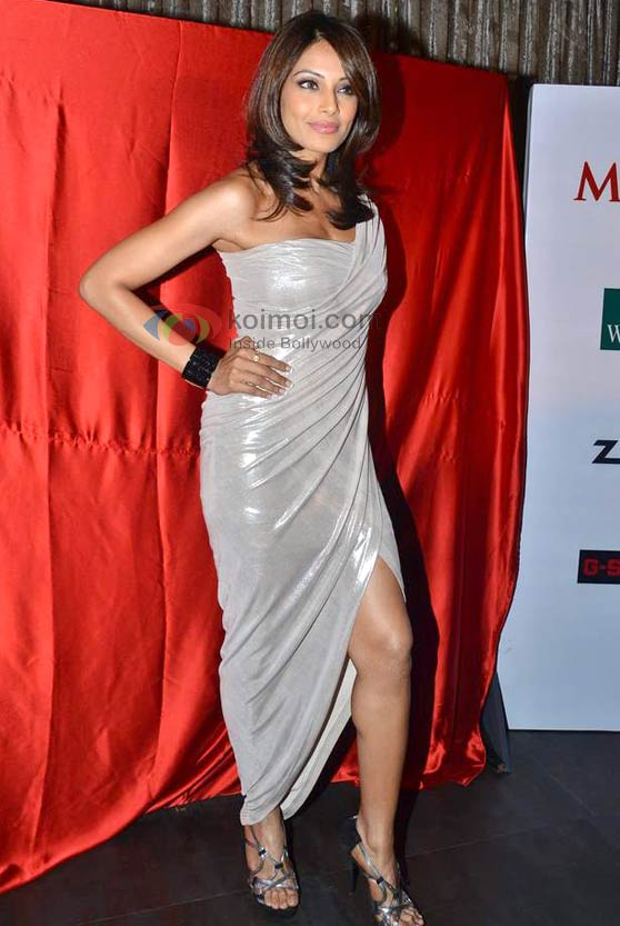 Bipasha Basu Shows Off Her Sexy Strut