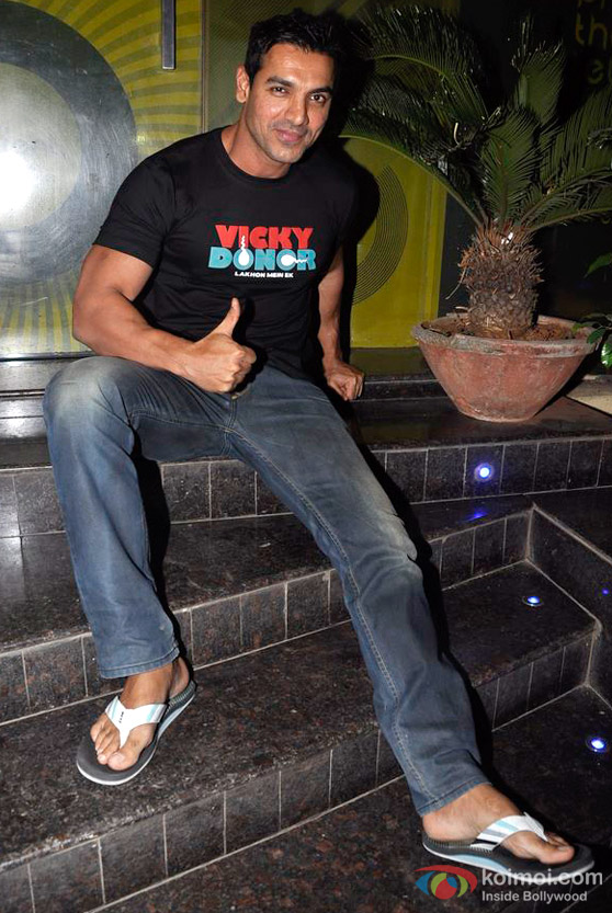 John Abraham gives a thumbs up