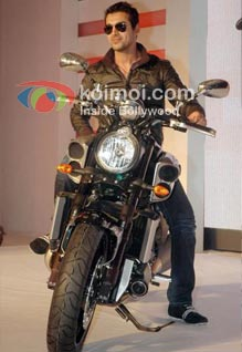 John Abraham's Bike Stunt In Housefull 2!
