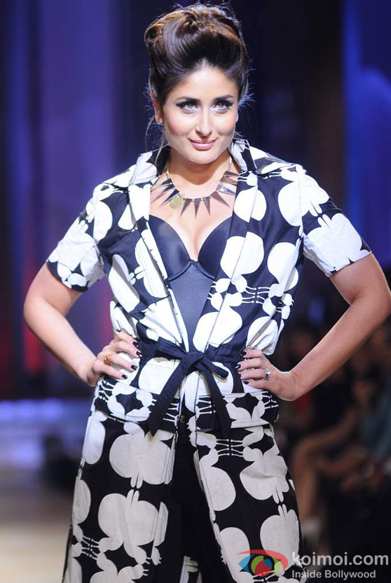 Kareena Kapoor Ramp Walk At Lakme Fashion Week 2012 Grand Finale Show