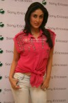 Kareena Kapoor Meets Sony Ericsson Contest Winner