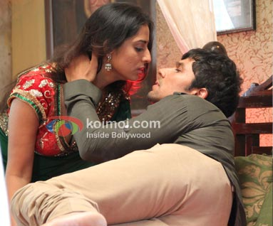 Mahie Gill, Randeep Hooda (Sahib Biwi Aur Gangster Movie Stills)