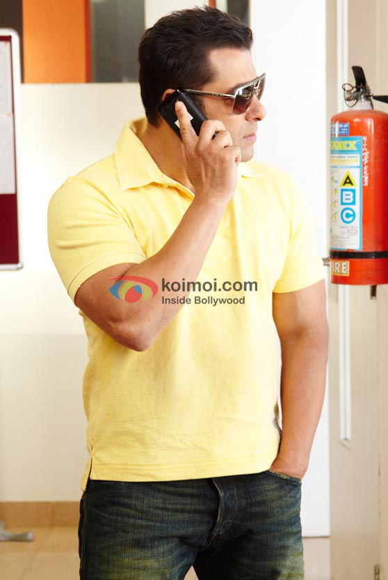 Salman Khan waits for a call in Bodyguard Movie