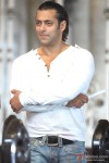 An amused Salman Khan in Main Aurr Mrs Khanna Movie