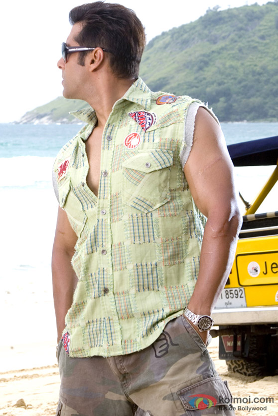 Salman Khan shows his side profile in Partner Movie