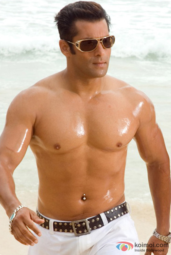 Salman Khan shows off his muscles in Partner Movie