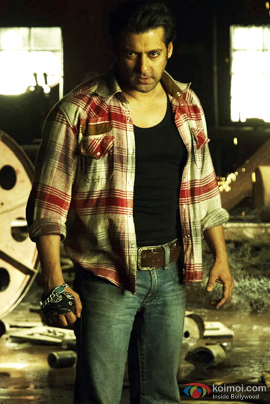 Salman Khan warms up for a fight in Wanted Movie