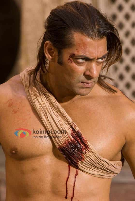 An injured Salman Khan in Veer Movie