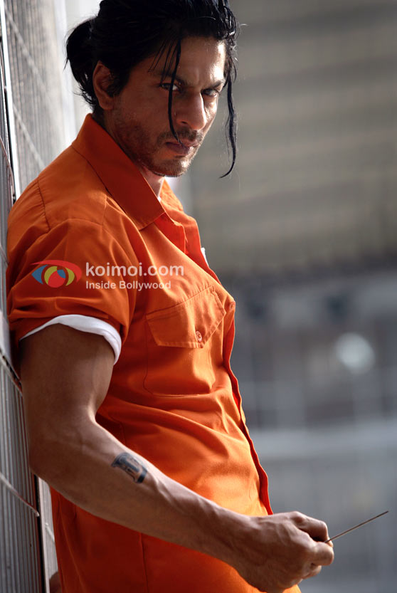 An imprisoned Shah Rukh Khan in Don 2 Movie