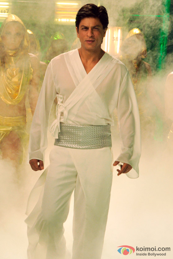 Shah Rukh Khan emerges from the mist in Billu Barber Movie