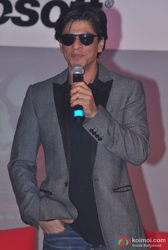 Shah Rukh Khan protects his eyes