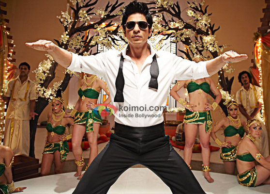 Shah Rukh Khan does the Chammak Challo dance in Ra.One Movie