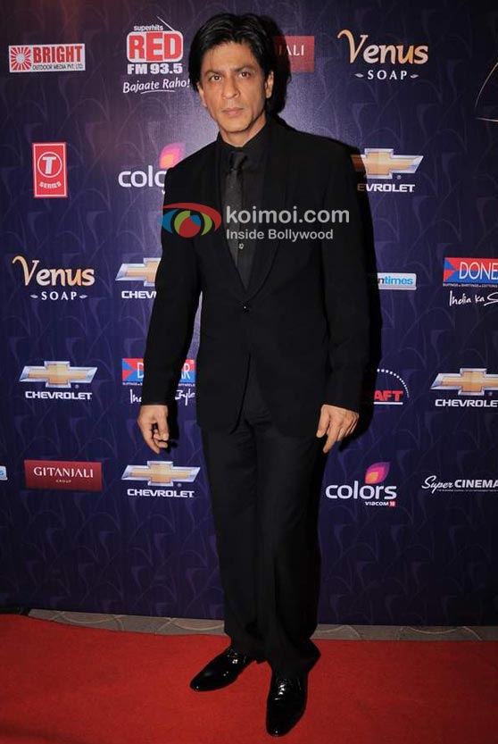 Shah Rukh Khan At Apsara Awards 2012 Event