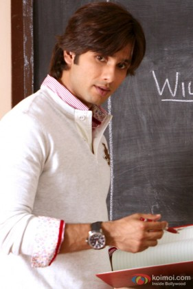 Shahid Kapoor teaches a class in Paathshaala Movie