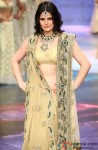 Zarine Khan walks the ramp at IIJW 2012