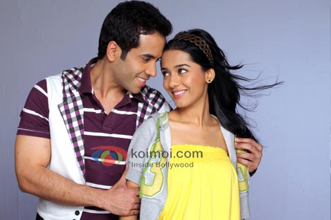 Tusshar Kapoor Does The Hero Act For Amrita Rao (Tusshar Kapoor, Amrita Rao Love You Mr. Kalakaar Movie Stills)