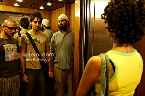 Delhi Belly Review (Delhi Belly Movie Stills)