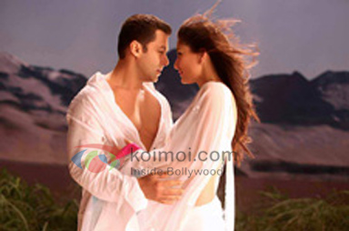 Salman Khan, Kareena Kapoor (Bodyguard Movie Stills)