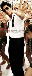 Shah Rukh Khan In Chammak Challo (Ra.One Music Review)