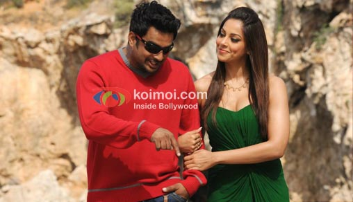 R. Madhavan and Bipasha Basu in Jodi Breakers