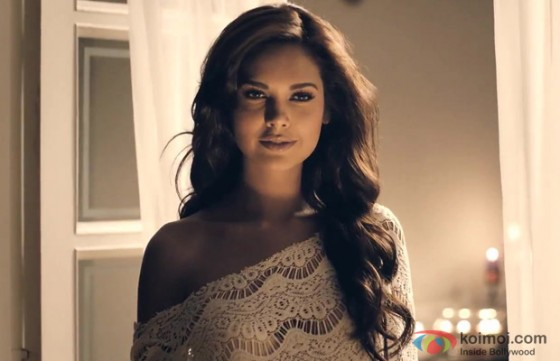 Esha Gupta looks sexy in Jannat 2 Movie Stills