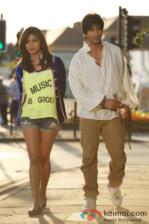 Priyanka Chopra and Shahid Kapoor in Teri Meri Kahaani Movie Stills
