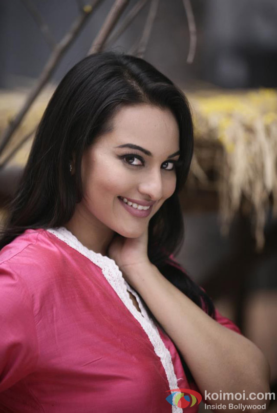 Sonakshi Sinha looks stunningly gorgeous in Son Of Sardar (Son Of Sardaar) Movie Stills