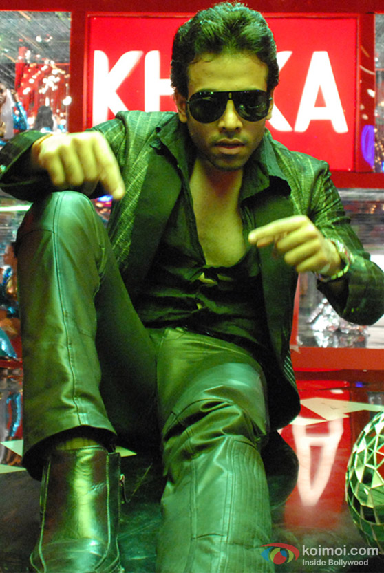 Tusshar Kapoor in all black in C Kkompany Movie