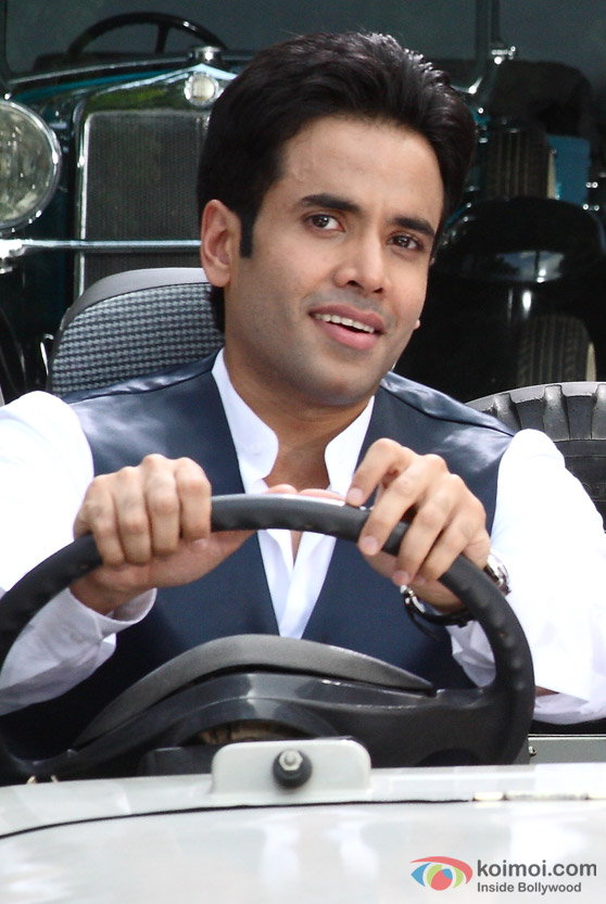 Tusshar Kapoor on the wheel in Chaar Din Ki Chandni Movie