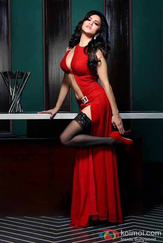 A Red Hot Sunny Leone prepared to Kill with her looks in Jism 2 Movie Stills