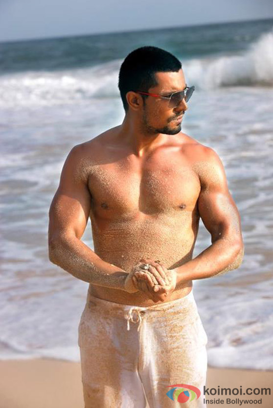 Randeep Hooda Promises to Make Every Girl Heart Skip a Beat in Jism 2 Movie Stills