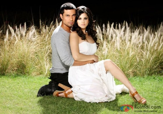 Randeep Hooda and Sunny Leone in a romantic pose in Jism 2 Movie Stills