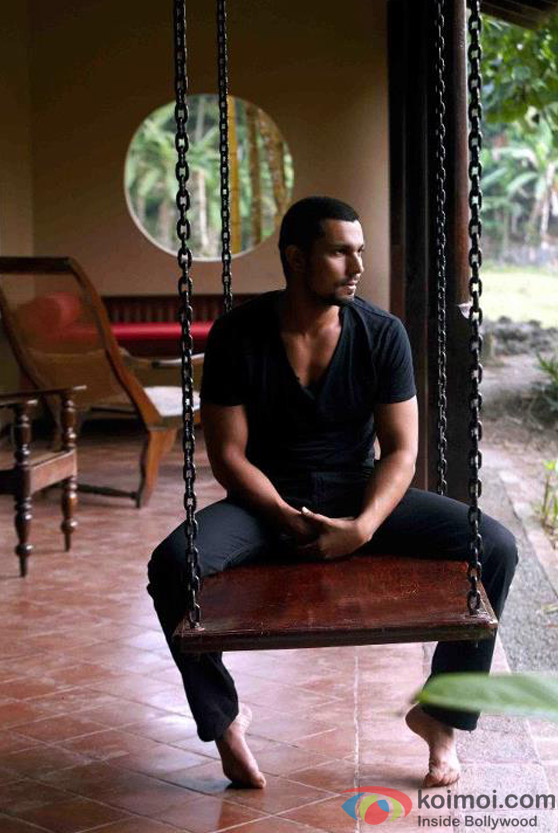 Randeep Hooda is sure to get all the ladies applause in Jism 2 Movie Stills