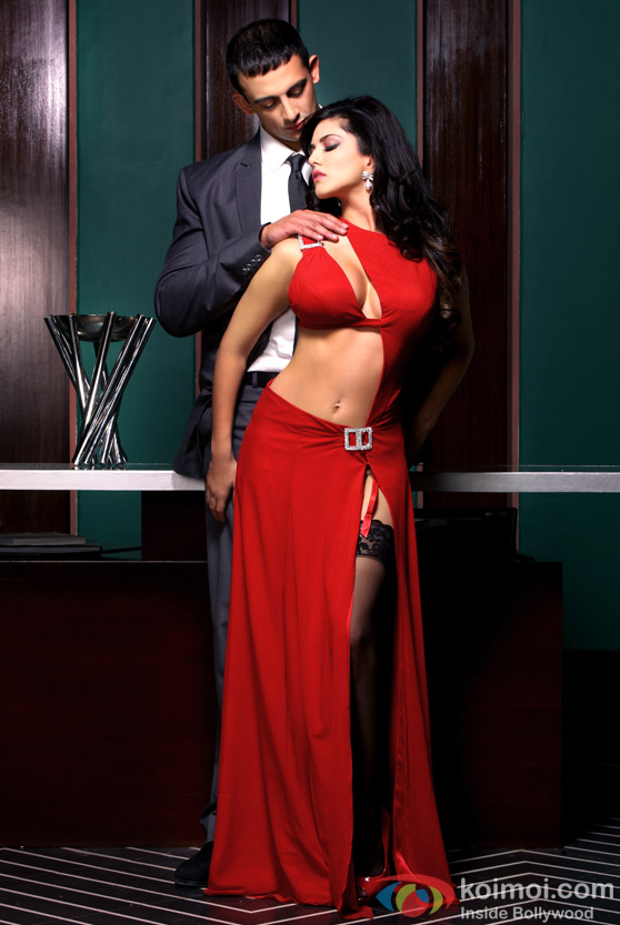 Smoking Hot Sunny Leone seducing with her looks with Arunoday Singh in Jism 2 Movie Stills