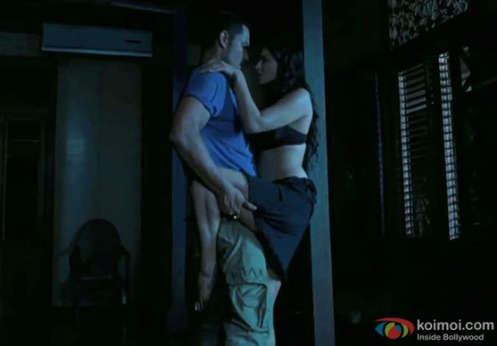 Sunny Leone and Randeep Hooda Hot Love Making Scene in Jism 2 Movie Stills