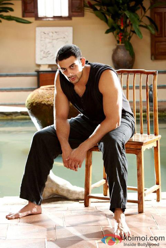 The macho man Arunoday Singh in Jism 2 Movie Stills
