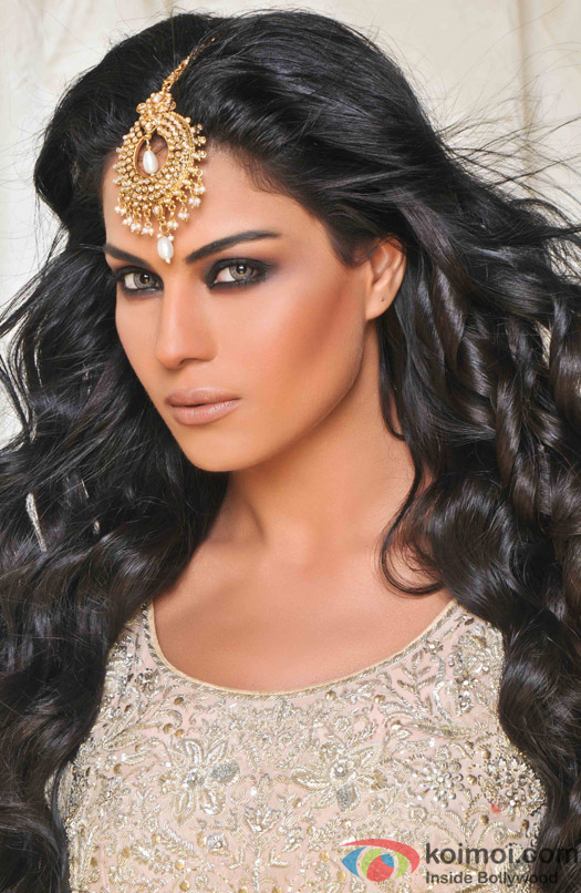 Veena Malik gives a luring look