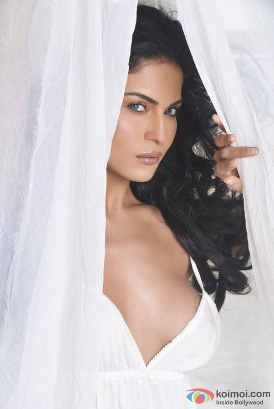 Veena Malik waiting for a slip