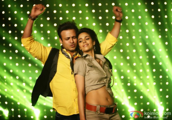Vivek Oberoi getting jiggy with Mallika Sherawat in Kismet (Kismat) Love Paisa Dilli (KLPD) Movie Stills