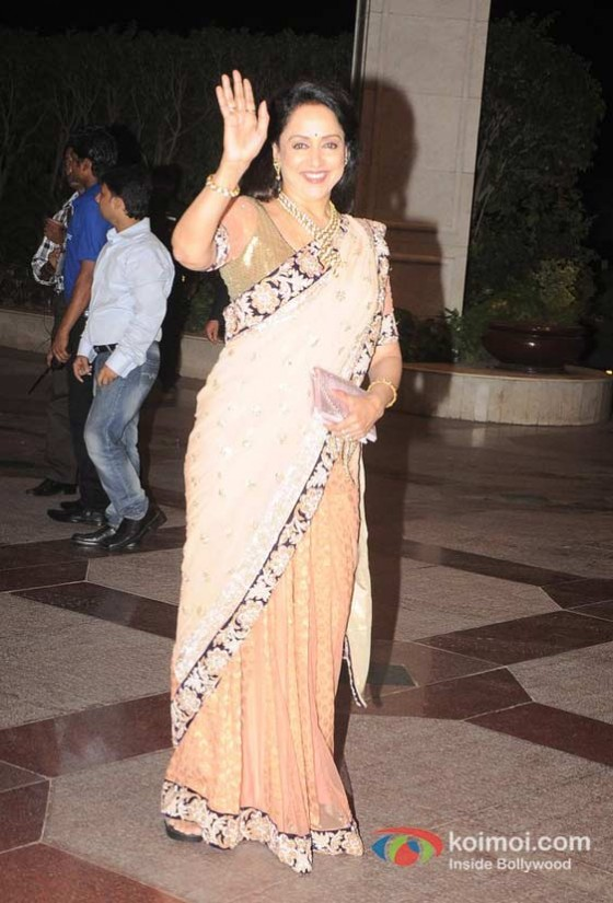 Hema Malini At Esha Deol's Sangeet Ceremony