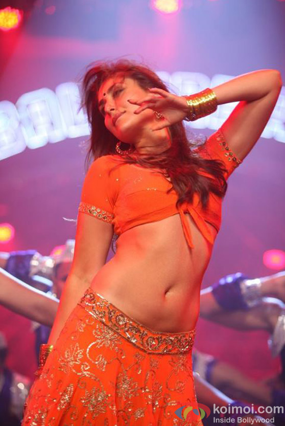 Jawani Halkat Kareena Kapoor in Halkat Jawani Song in Heroine Movie Stills