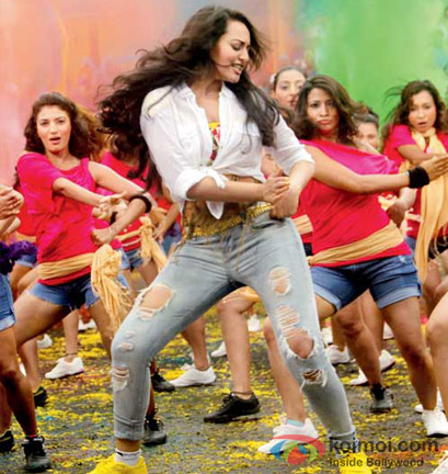 Sonakshi Sinha dance on Go Govinda Song in OMG Oh My God! Movie Stills