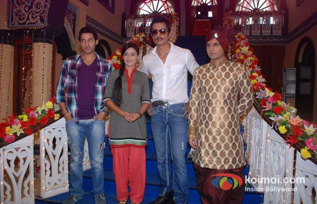 Sumit Vats Rati Pandey Sonu Sood Sandeep Baswana On The Sets Of Didi To Promote Maximum Movie